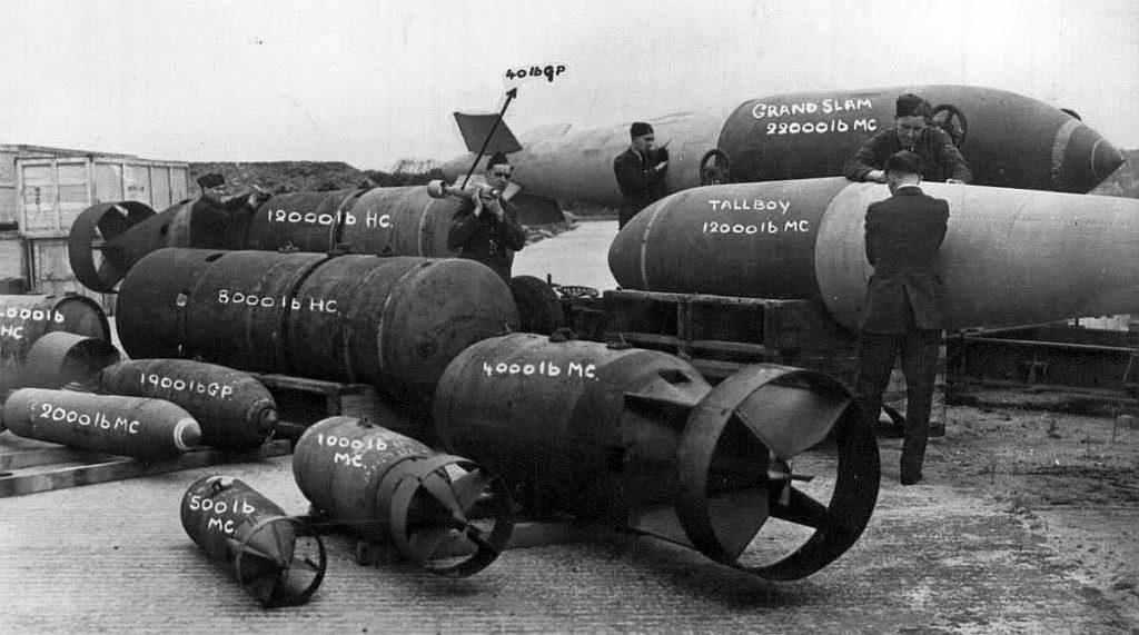 Их вытеснили полностью самолеты где-то в 1915 году, когда появились зажигательные пули.