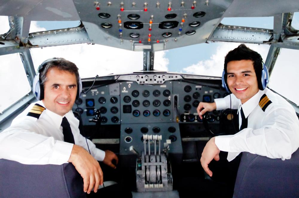 пилот в кабине летчик